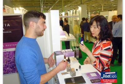 Ο Γιώργος Υφαντίδης στο περίπτερο της Yfantia Terra στην Food Expo 2017