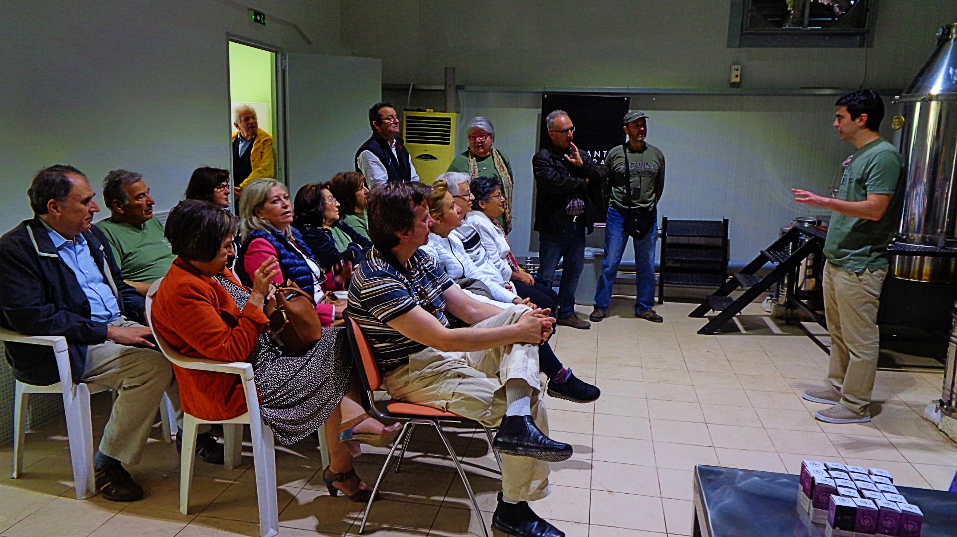 Τα μέλη του Περιβαλλοντικού & Πολιτιστικού Συλλόγου Ωραιοκάστρου με τον Γιώργο Υφαντίδη